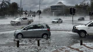 Μετά τις φωτιές αμμοθύελλες και χαλάζι συγκλονίζουν την Αυστραλία