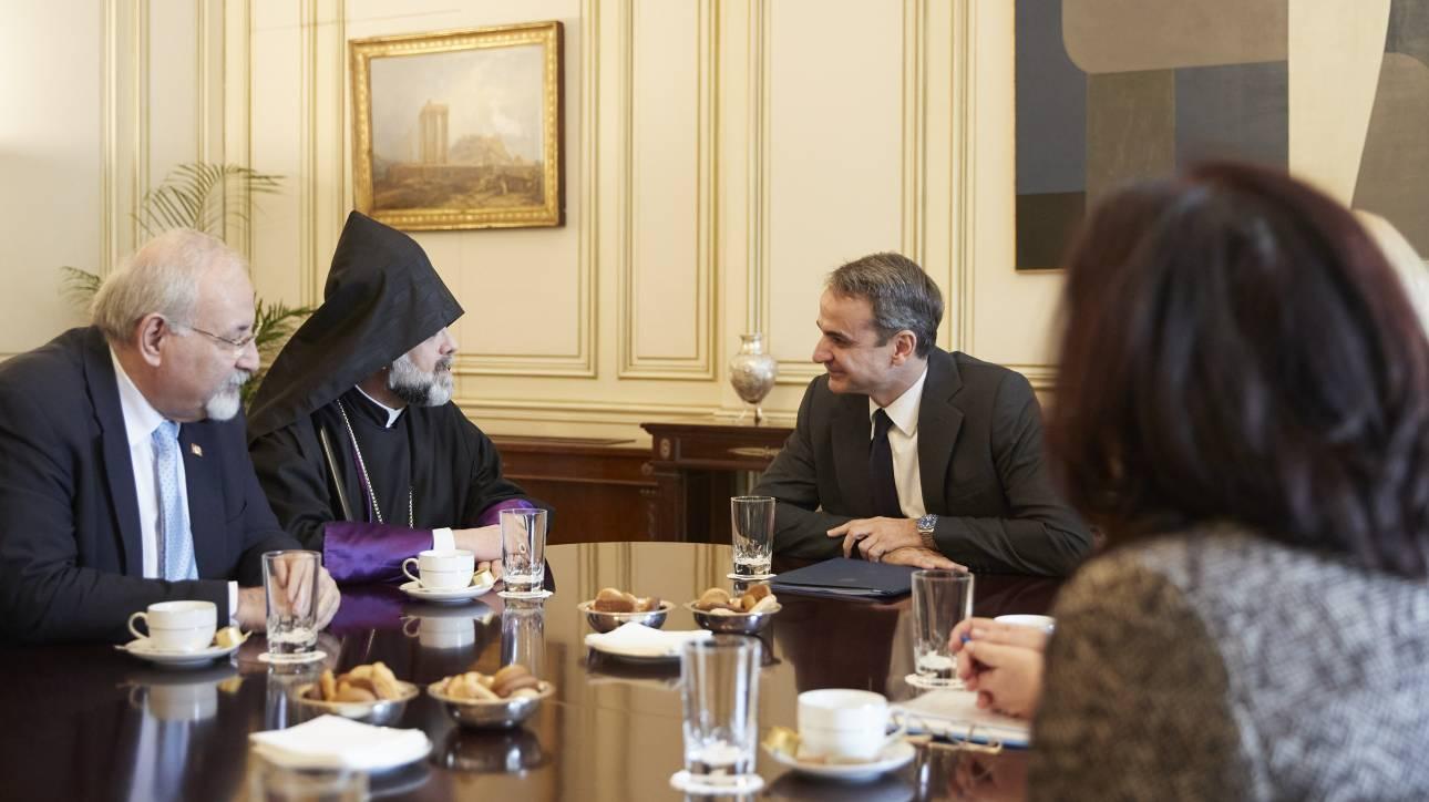 Συνάντηση Μητσοτάκη με μέλη της αρμενικής κοινότητας στην Ελλάδα