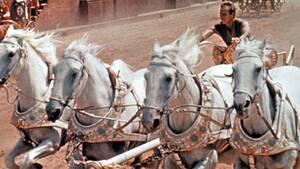 Ben-Hur (1959). Μια από τις πιο χαρακτηριστικές σκηνές της ταινίας είναι εκείνη με τις αρματοδρομίες. Η κατάσταση φαίνεται πολύ επικίνδυνη. Και είναι. Είναι επίσης η πιο ακριβή σκηνή στη μέχρι τότε ιστορία του κινηματογράφου και κόστισε 4 εκατομμύρια δολά