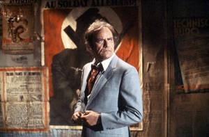 Twilight Zone: The Movie (1983). Στα γυρίσματα της ταινίας, σημειώθηκε ένας από τους πιο γνωστούς θανάτους στην ιστορία του κινηματογράφου. Ο ηθοποιός Βικ Μόροου και δύο παιδιά που έπαιζαν στην ταινία, ηλικίας 6 και 7 ετών, σκοτώθηκαν όταν έπεσε επάνω του