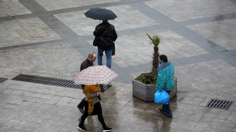 Καιρός: Χαμηλές θερμοκρασίες και βροχές σήμερα