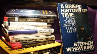 «Το χρονικό του χρόνου»: Παράσταση βασισμένη στο βιβλίο του Στίβεν Χόκινγκ από το Θέατρο Τέχνης