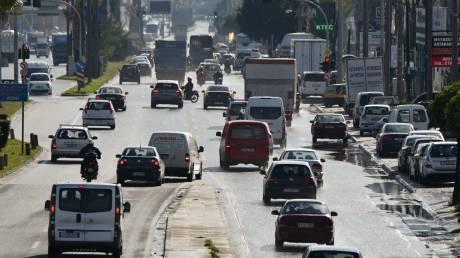 Ουρά χιλιομέτρων στην Αθηνών-Λαμίας: Πού εντοπίζονται προβλήματα