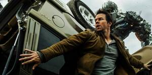 26. Transformers: Dark of the Moon (2011) Εισπράξεις παγκοσμίως: 1,123,794,079 δολάρια Πρώτο Σαββατοκύριακο: 97,852,865 δολάρια Κόστος παραγωγής: 195 εκατομμύρια δολάρια