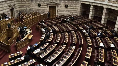 Κόντρα για την ισοδυναμία των πτυχίων των κολεγίων στη Βουλή