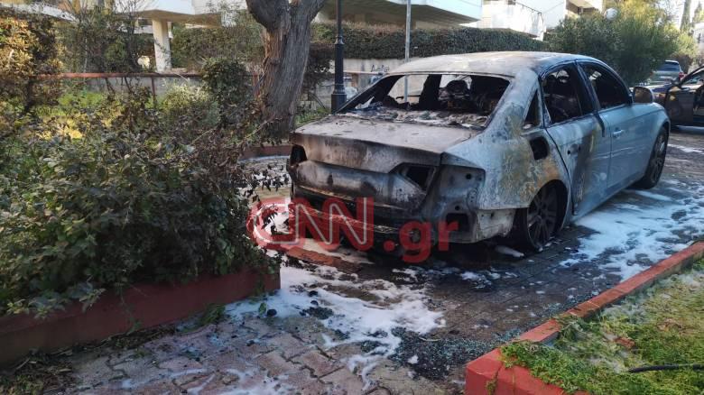 Μπαράζ εμπρηστικών επιθέσεων στην Αττική: 20 οχήματα τυλίχθηκαν στις φλόγες