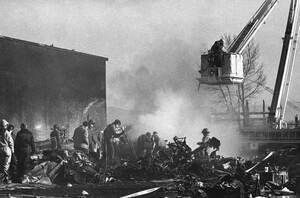 1985, Νεβάδα. Ένα αεροσκάφος της Galaxy Airlines, έχει συντριβεί στο Ρίνο της Νεβάδα, λίγο μετά την απογείωσή του. Στο δυστύχημα έχασαν τη ζωή τους 64 άνθρωποι και επέζησαν μόνο τρεις.