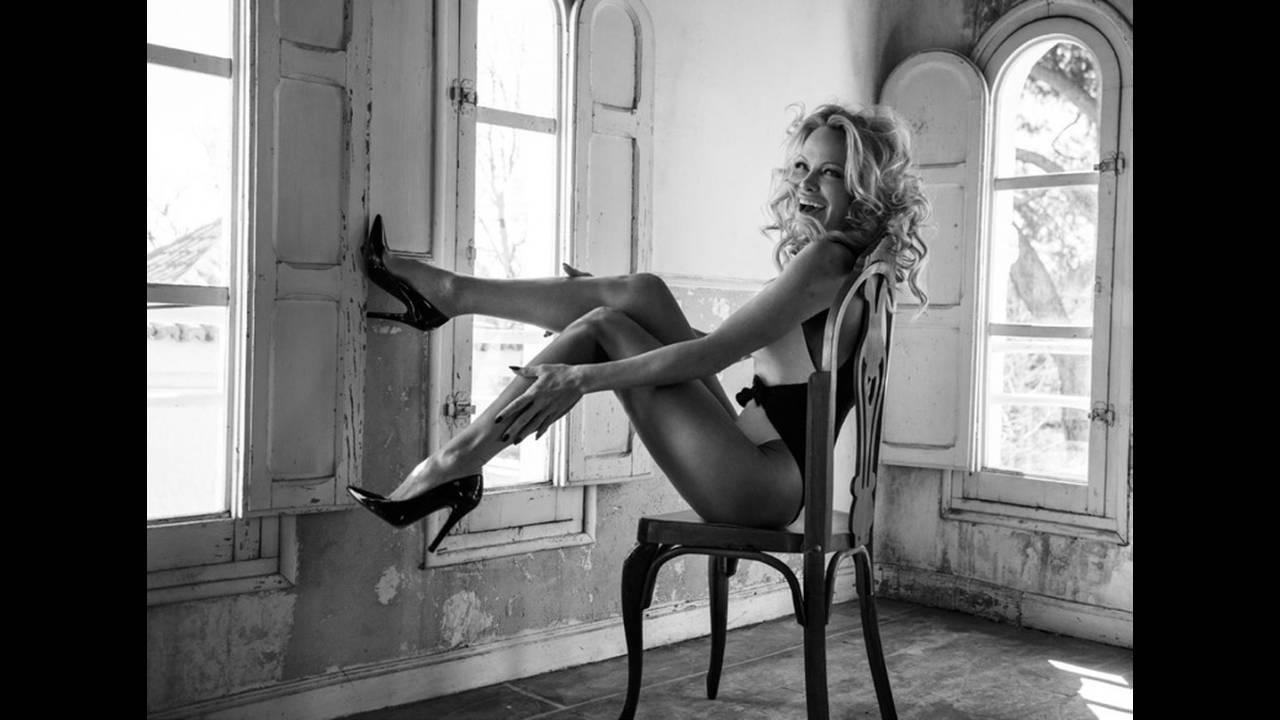 https://cdn.cnngreece.gr/media/news/2020/01/22/204848/photos/snapshot/Pamela-Anderson-Fashion-Shoot05.jpg