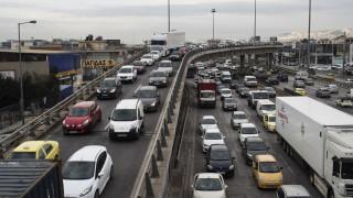 Αγενής, βιαστικός, «κολλημένος» στη ΛΕΑ: Το προφίλ του Έλληνα οδηγού