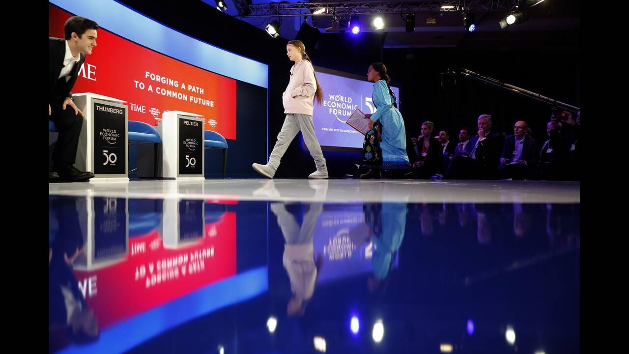 https://cdn.cnngreece.gr/media/news/2020/01/22/204904/photos/snapshot/davos-8.jpg