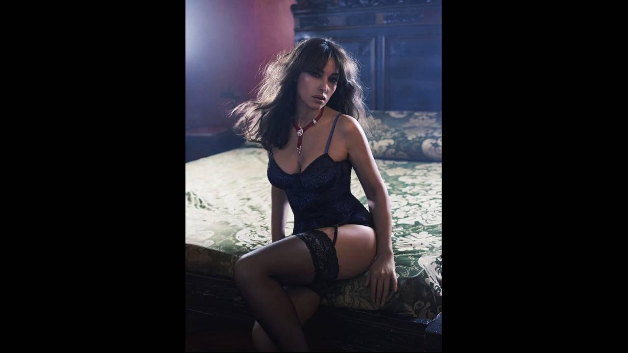https://cdn.cnngreece.gr/media/news/2020/01/23/204991/photos/snapshot/Monica-Bellucci-photographed-by-Gilles-Marie-Zimmermann-for-Esquire-China-5-745x1024.jpg