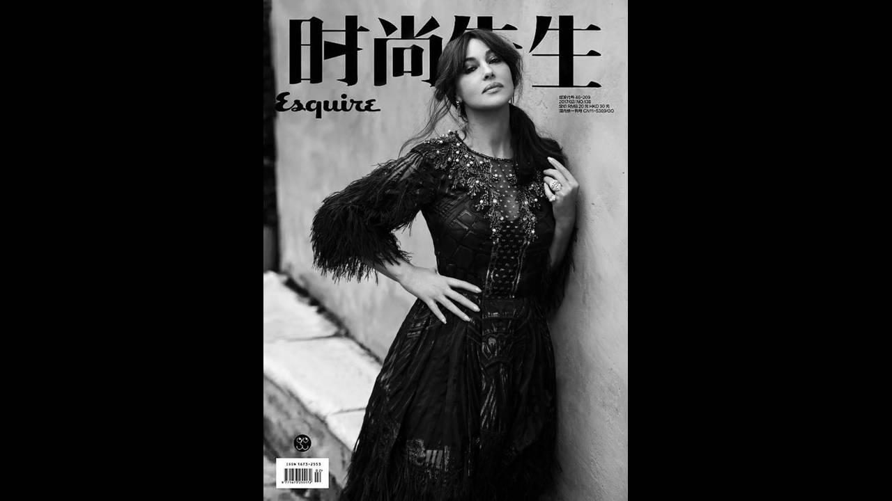 https://cdn.cnngreece.gr/media/news/2020/01/23/204991/photos/snapshot/Monica-Bellucci-photographed-by-Gilles-Marie-Zimmermann-for-Esquire-China-8-744x1024.jpg