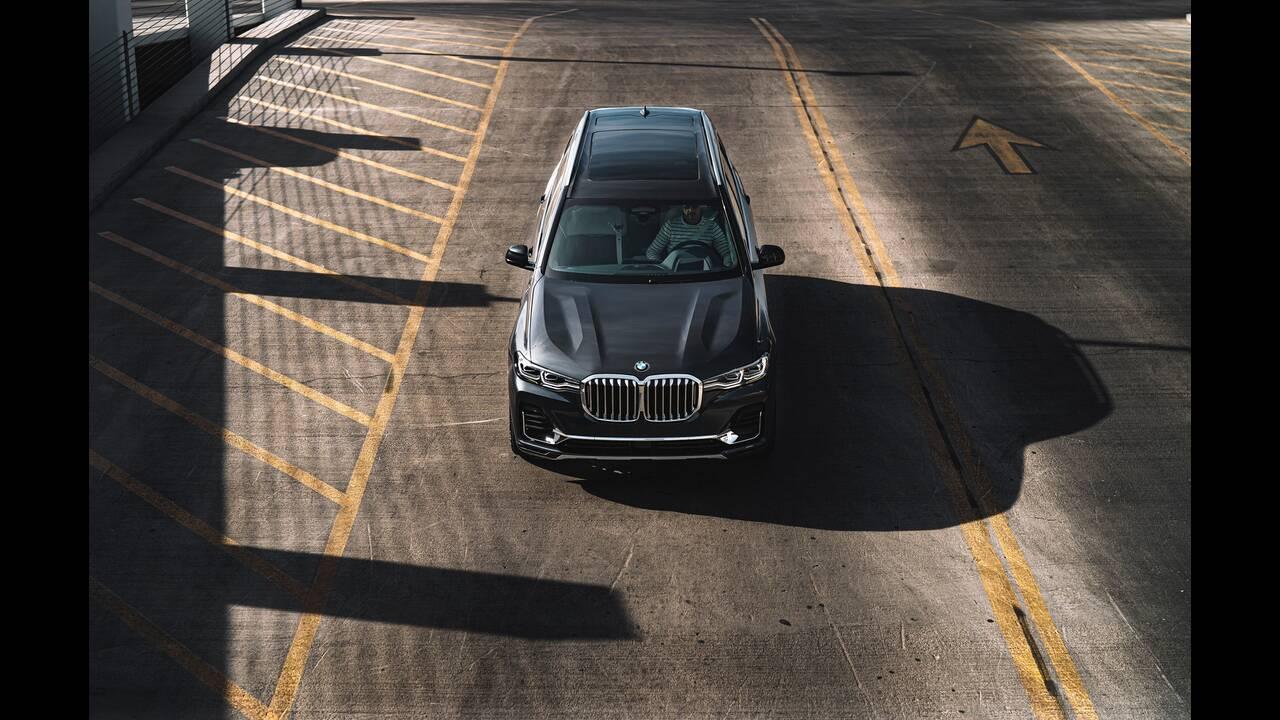https://cdn.cnngreece.gr/media/news/2020/01/23/205047/photos/snapshot/BMW-X7-ZERO-G-LOUNGER-1.jpg