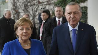 Στην Τουρκία με «βαριά» ατζέντα η Μέρκελ - Συνάντηση με Ερντογάν