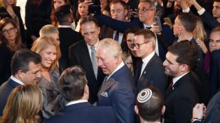 Σάλος στο διαδίκτυο: Ο πρίγκιπας Κάρολος «σνόμπαρε» τον Αμερικανό αντιπρόεδρο – Τι λένε τα ανάκτορα
