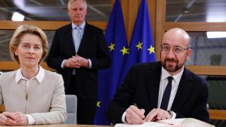 «Η φιλία θα παραμείνει»: Υπεγράφη η συμφωνία για το Brexit