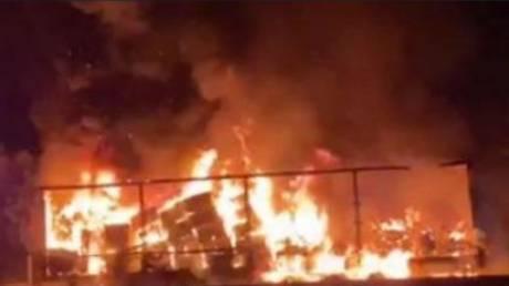 «Χάος» στην Αθηνών - Λαμίας λόγω πυρκαγιάς σε νταλίκα