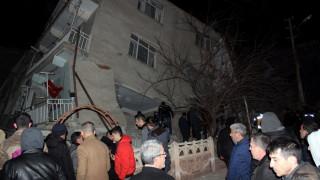 Ισχυρός σεισμός στην Τουρκία: Νεκροί και εκατοντάδες τραυματίες