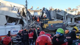 Ισχυρός σεισμός Τουρκία: Εικόνα απόλυτης καταστροφής στις πληγείσες περιοχές