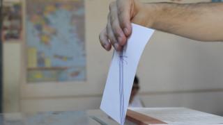 Δημοσκόπηση Metron Analysis: Στο 15,1% η διαφορά ΝΔ - ΣΥΡΙΖΑ