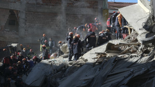 Σεισμός Τουρκία: Θρήνος και αγωνία στα χαλάσματα