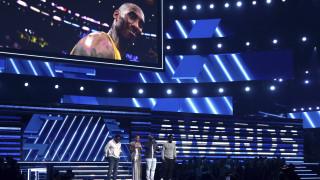 Grammy 2020: Η Αλίσια Κις τραγουδά για τον Κόμπι Μπράιαντ - Η πιο συγκινητική στιγμή (vid)