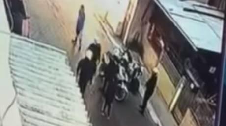 Βιαιοπραγία κατά 11χρονου: Παρουσιάστηκε ο αστυνομικός – Έρευνα για ρατσιστικά κίνητρα
