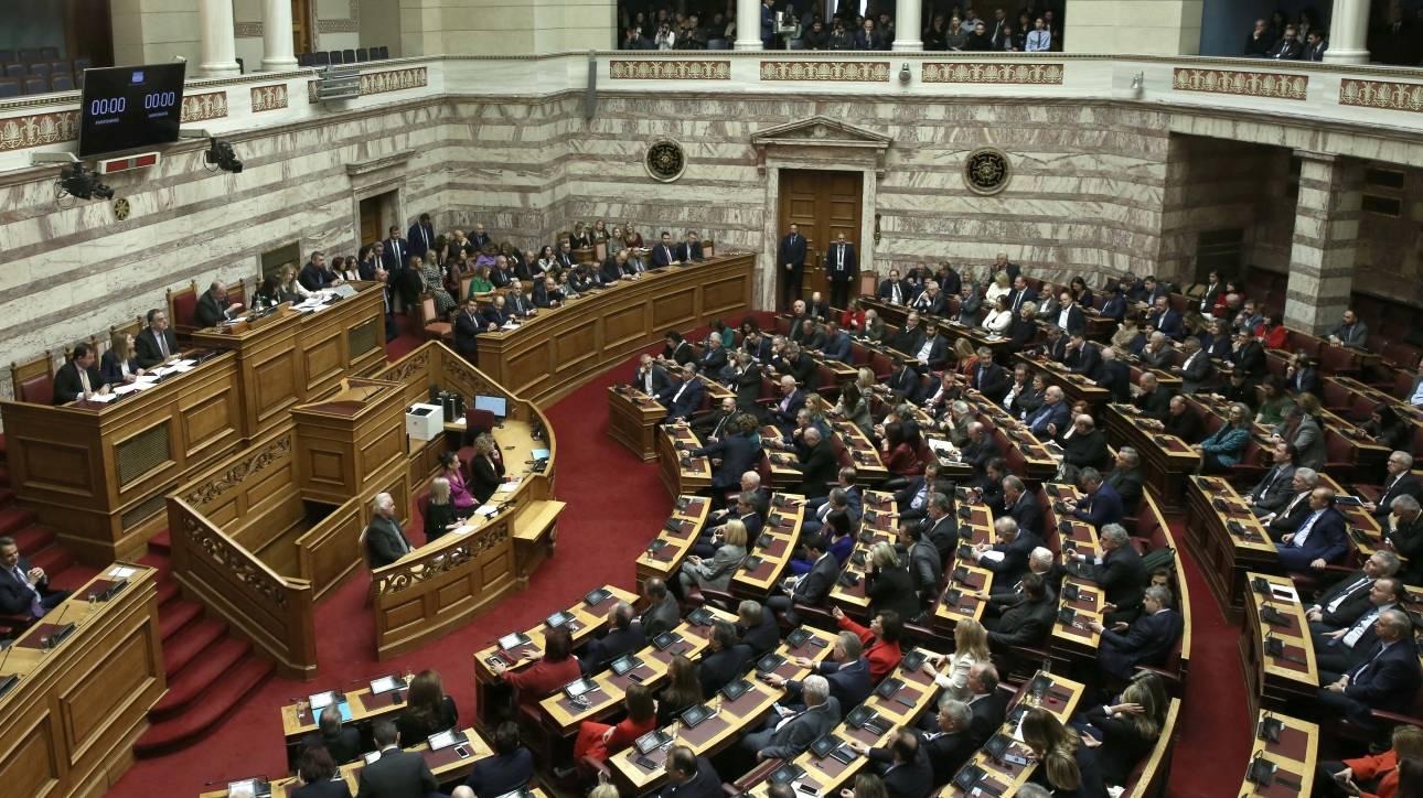 Κατατέθηκε στη Βουλή η τροπολογία για τις τιμωρίες ομάδων