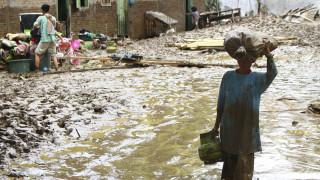 Φονικές πλημμύρες στην Ινδονησία - Χιλιάδες εγκαταλείπουν τα σπίτια τους