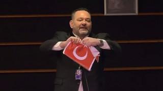 Καταδικάζει η Αθήνα το παραλήρημα Λαγού στην Ευρωβουλή