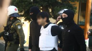 «Τοξοβόλος του Συντάγματος»: Στον ανακριτή οι συλληφθέντες - Βαρύ το κατηγορητήριο