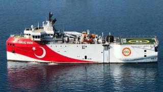 Παραμένει στην ελληνική υφαλοκρηπίδα το τουρκικό Oruc Reis -  Τι εκτιμούν κυβερνητικές πηγές