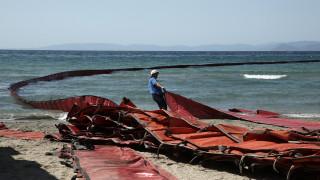 Εξηγήσεις ζητά η Κομισιόν για τα πλωτά φράγματα στο Αιγαίο - «Ουδέν σχόλιο» από το Βερολίνο