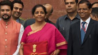 Ινδία: Viral ο υπουργός που προσπαθεί να μείνει ξύπνιος κατά τη συζήτηση για τον προϋπολογισμό