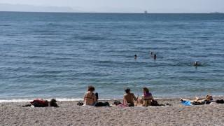 Χειμερινές βουτιές στις παραλίες της Αθήνας