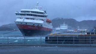 Βίντεο: Η δραματική προσπάθεια ενός κρουαζιερόπλοιου να προσεγγίσει λιμάνι στη Νορβηγία