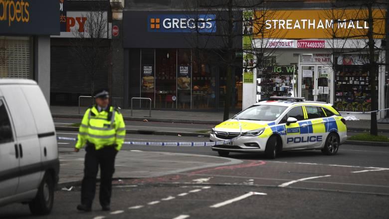 Τρομοκρατική επίθεση στο Λονδίνο με μαχαίρι - Τουλάχιστον δύο τραυματίες