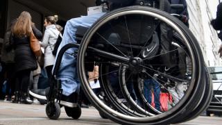 Ασυνείδητος οδηγός πάρκαρε σε θέση ΑμεΑ και τώρα ζητάει αποζημίωση