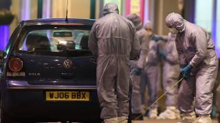 Λονδίνο: Απίστευτη αντίδραση σερβιτόρας στην εντολή εκκένωσης από τους αστυνομικούς