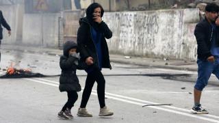 Καρέ - καρέ τα επεισόδια μεταξύ αστυνομικών και αιτούντων άσυλο στη Μυτιλήνη