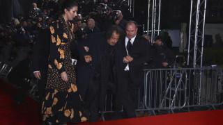 Η στιγμή που ο Αλ Πατσίνο σκοντάφτει στο κόκκινο χαλί των BAFTA