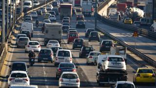 Μποτιλιάρισμα χιλιομέτρων στην Εθνική Οδό Αθηνών-Λαμίας