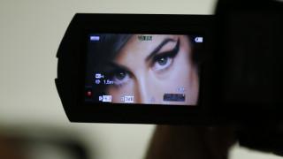 «Beyond Black»: Μια έκθεση για το ξεχωριστό στιλ της Amy Winehouse