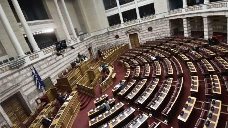 Βουλή: Ψηφίζεται το νομοσχέδιο για την Πολιτική Προστασία