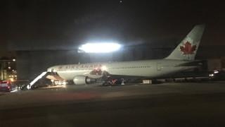 H απίστευτη ψυχραιμία του πιλότου «έσωσε» τα χειρότερα στην πτήση-θρίλερ της Air Canada