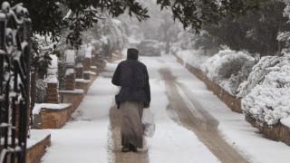 Καιρός: «Βουτιά» της θερμοκρασίας έως και 15 βαθμούς – Σε ποιες περιοχές θα χιονίσει