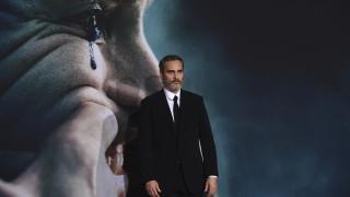 BAFTA 2020: O Χοακίν Φοίνιξ υποκλίνεται στον πρίγκιπα Ουίλιαμ (vid)