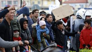 Προσφυγικό: «Εκρηκτικό» το κλίμα στη Μυτιλήνη - Δεύτερη ημέρα διαδηλώσεων