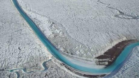 Οι επιστήμονες μόλις ανακάλυψαν μια ακόμη σημαντική αιτία για το λιώσιμο των πάγων στη Γροιλανδία