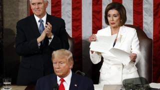 Νέo επεισόδιo στην κόντρα: Ο Τραμπ δεν έδωσε το χέρι στην Πελόζι, εκείνη του έσκισε τον λόγο